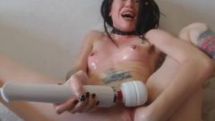 Teen Punishes Herself Raw On Webcam